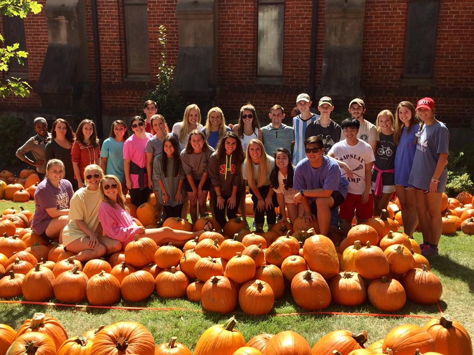 Early Entry students volunteer at a pumpkin patch.