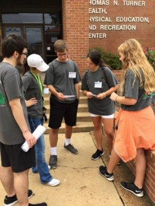Early Entry students participating in a scavenger hunt during EE Welcome Weekend.