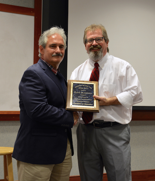 Steve Blackwell is the 2017 University of Mississippi School of Pharmacy Department of Pharmacy Administration alumnus of the year.